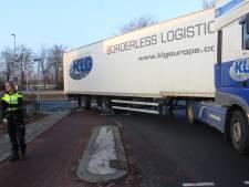 Fietser gewond bij aanrijding met vrachtwagen in Apeldoorn