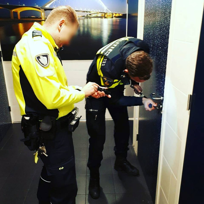 Vrouw vast op wc in Nijmegen.