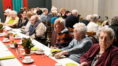 Meer dan 230 bezoekers schuiven aan voor feestmaaltijd van vzw Samen