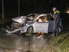 Bestuurder gewond na crash tegen boom bij Emmeloord