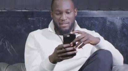 VIDEO. Romelu Lukaku leest gemene tweets over zichzelf voor (en hij is allerminst onder de indruk)