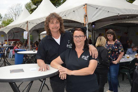 Organisatoren Rino Van Vaerenbergh en Nancy Hertveldt tijdens de Kattenfeesten in Welle.