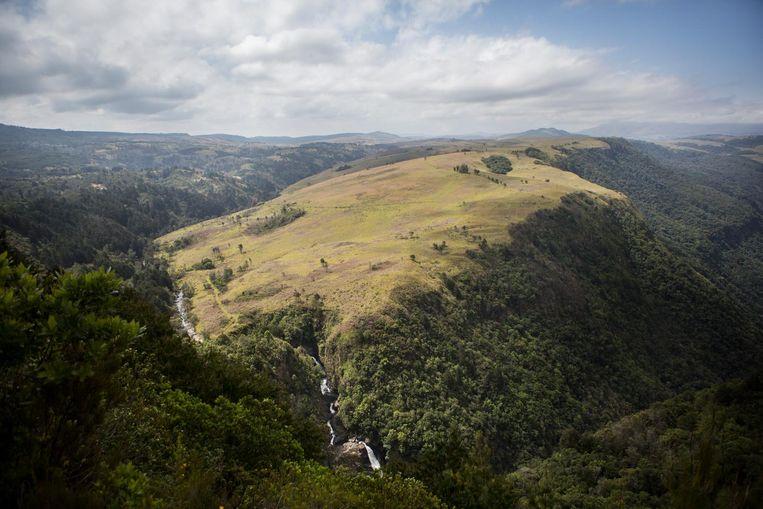 De Turaco Trail voert over kliffen, langs rivieren en over weiden. Beeld Julius Schrank