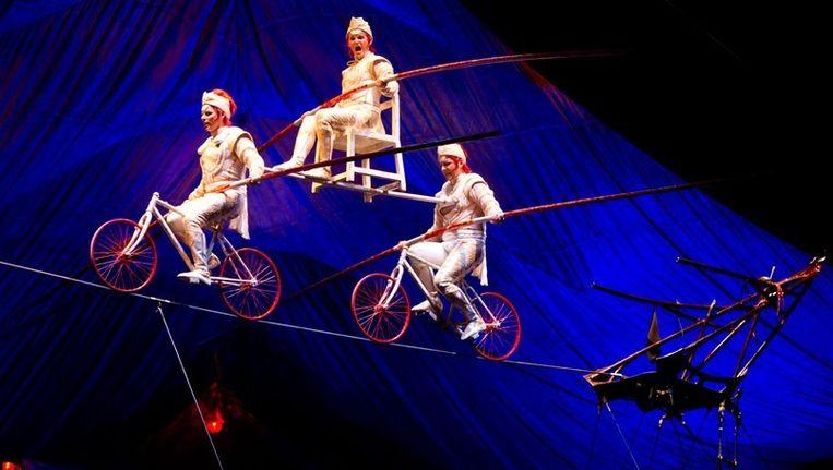 Illustratie van een optreden van Cirque du Soleil.