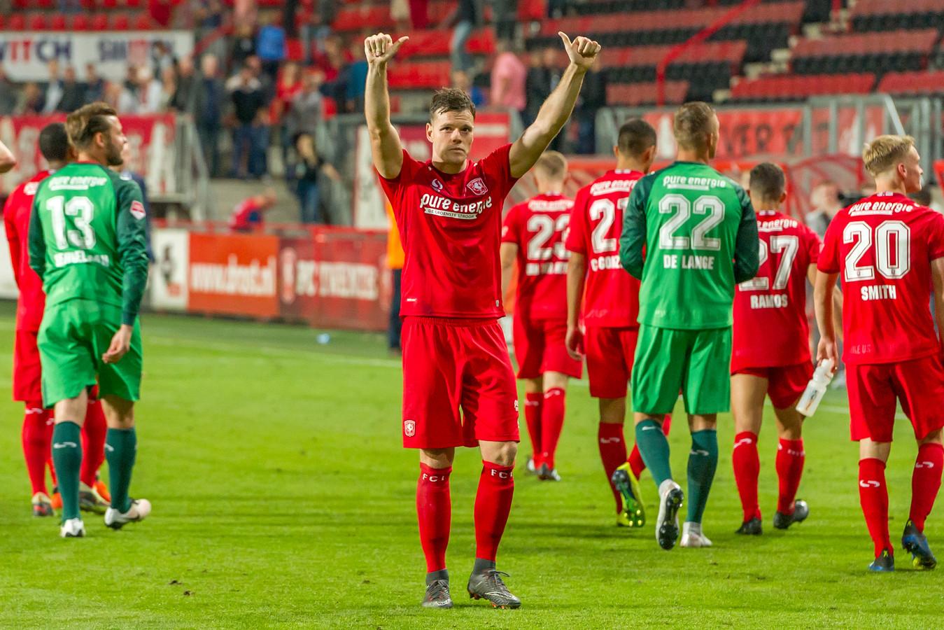 Tom Boere bedankt de fanatieke aanhang van FC Twente na de zege op Sparta.