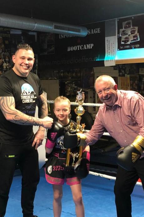 Sayge (8) uit Nijmegen is Europees kampioen kickboksen: huldiging bij Drutense boksschool