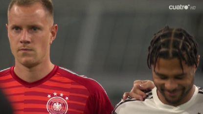 Duitsland-speler schiet in lach tijdens minuut stilte voor slachtoffers aanslag Halle