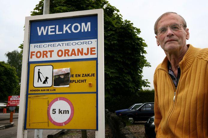 Eigenaar Cees Engel in betere tijden. Zijn camping Fort Oranje is inmiddels ontmanteld.