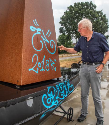 Graffiti op 'De Zieleschepen' Zwolle pas half september  verwijderd