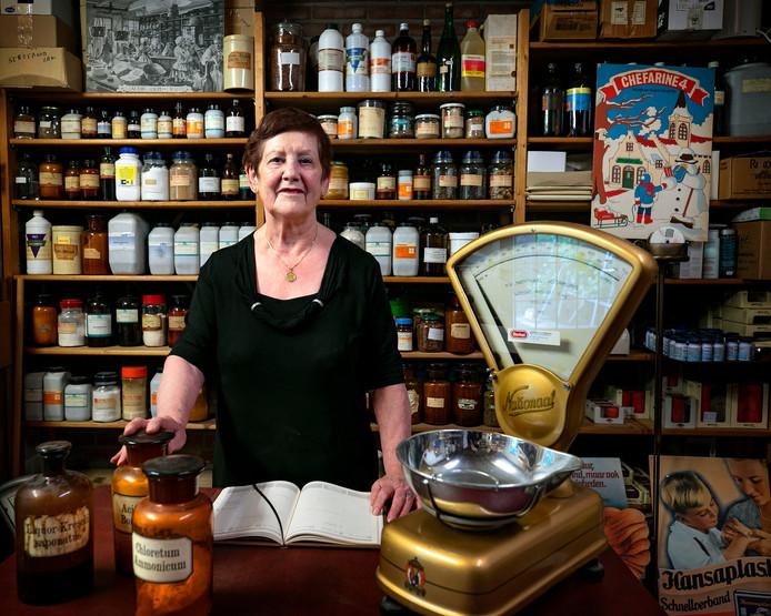 Maria Basemans van drogisterij De Drie Torens in Eersel gaat stoppen met haar winkel.