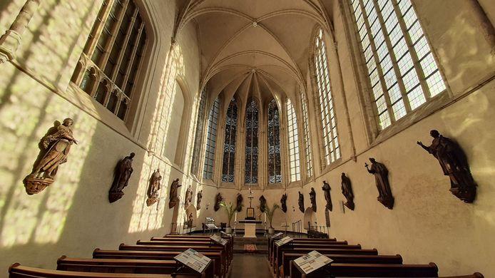 De beelden in de Lambertuskerk van Wouw.