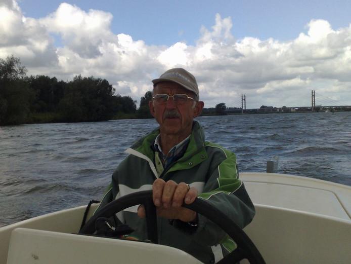 Oud-dijkgraaf Albert van Ittersum gaat voor een 'mooie, heldere, diepe IJssel'. Foto Nees Westerhout