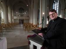 De pastoor mist de kerst-stress: 'Kerstmis hoort uitbundig gevierd te worden, met volle kerken, muziek, koorzang, blijdschap'