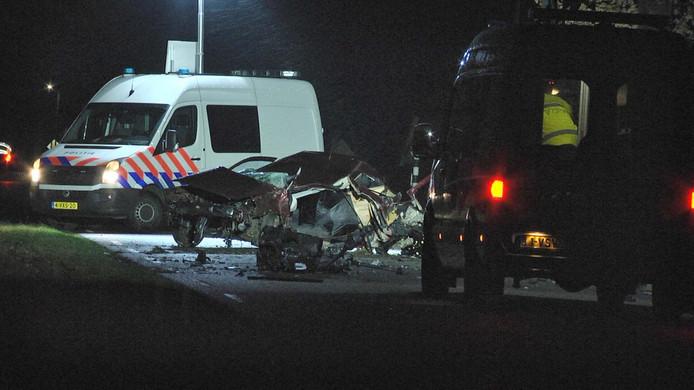 De auto raakte volledig verwoest.