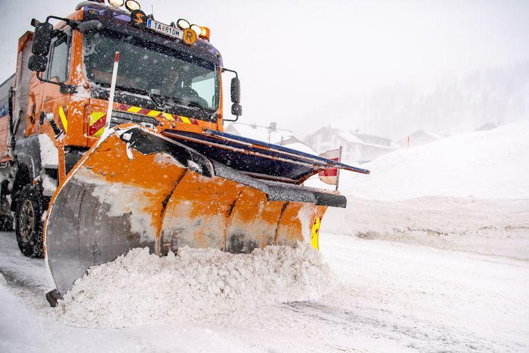 Een sneeuwruimer bij Obertauern in Oostenrijk.  Beeld EPA