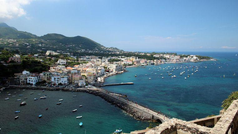 Ischia, gelegen aan de baai van Napels.