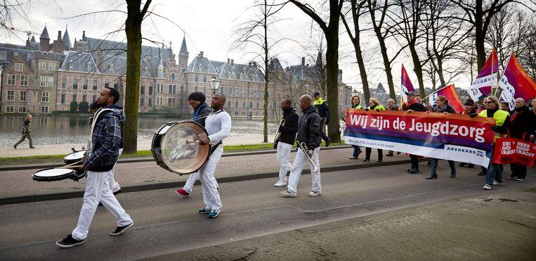 In 2015 werd de Jeugdwet van kracht waarna de gemeenten verantwoordelijk werden. Medewerkers van Jeugdzorg protesteerden daar destijds tegen. Beeld ANP