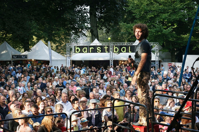 Het festival Breda Barst in het Valkenbergpark in Breda. Optreden van Flip Noorman. Foto: Joyce van Belkom/Pix4Profs