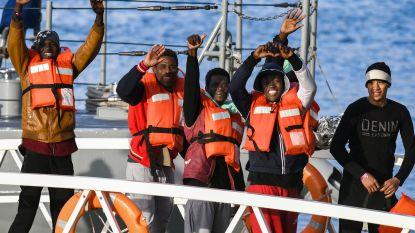 Oplossing voor 49 migranten die vastzitten op schepen in Maltese wateren: acht Europese landen bereid om onderdak te bieden