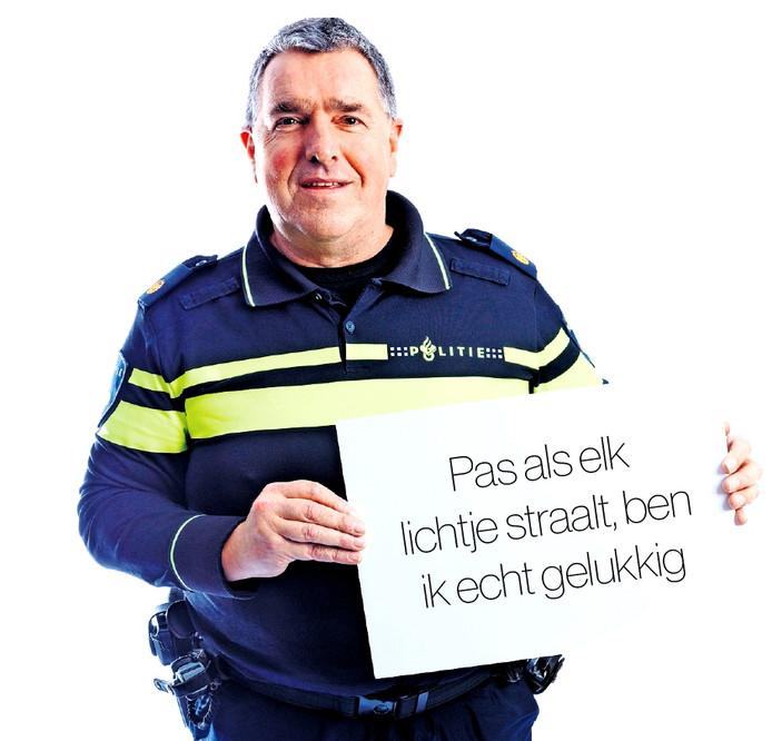 Kerstbijlage Nardy Kapitein (56) uit Rijen, wijkagent in Oosterhout Foto Marcel Otterspeer