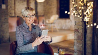 Op café maakte Petra (59) geen kans, maar via Tinder ontmoet ze aan de lopende band leuke jongemannen