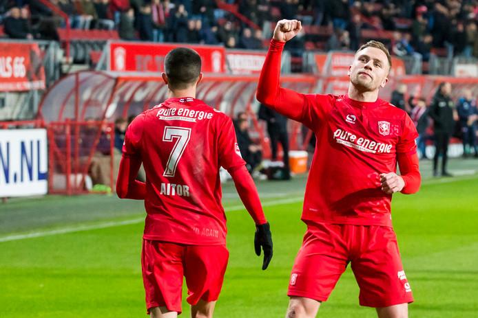 Schenk viert de 1-0 van FC Twente.