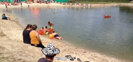 Zwemmen op de Zwarte Cross: 'Water is koud, maar wel lekker'