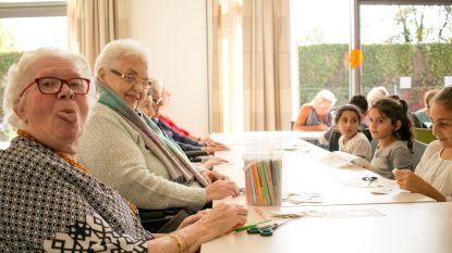 """""""We tonen wat mensen met dementie vooral wél nog kunnen"""": woonzorgcentrum Heilig Hart houdt creatieve middag met bewoners en schoolkinderen"""