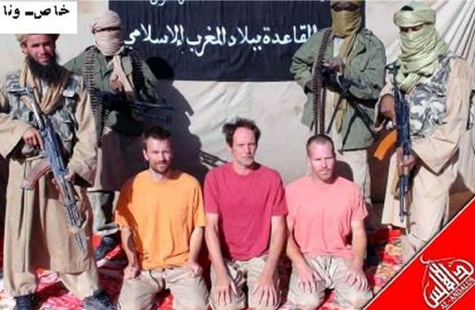 Stephen McGown (r) met Sjaak Rijke (m) en Johan Gustafsson tijdens hun gijzeling in Mali.