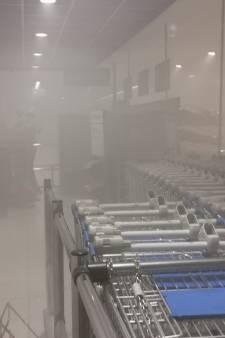 Mistgenerator gaat per ongeluk aan en zet supermarkt in Ede onder de rook