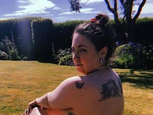 Lena Dunham pose nue pour encourager l'estime de soi