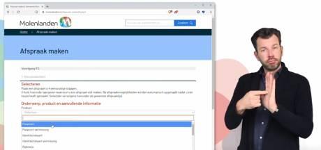 Landelijk bekende gebarentolk duikt op in instructievideo Molenlanden: 'Zó maak je een online afspraak'