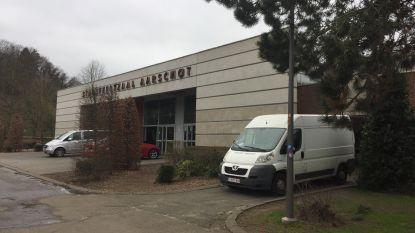 Strenge veiligheidscontrole aan ingang Emmerkesfuif baadt niet: jongeman met gebroken neus naar ziekenhuis na vechtpartij