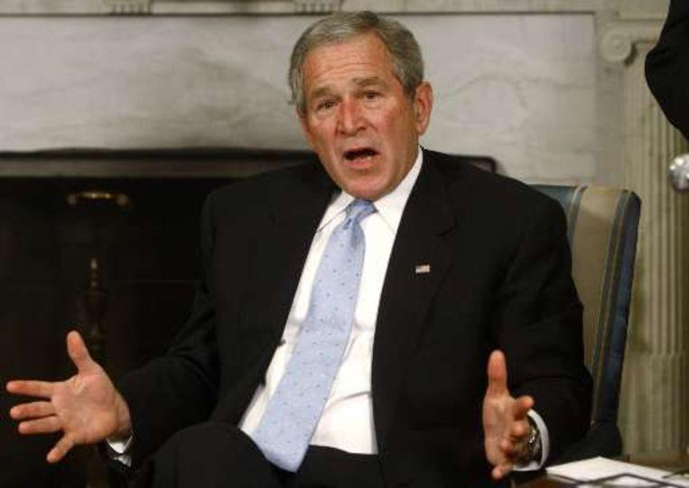 Twee dagen geleden verzette Bush zich nog tegen het voorstel om de verdrinkingstechniek waterboarding af te schaffen.