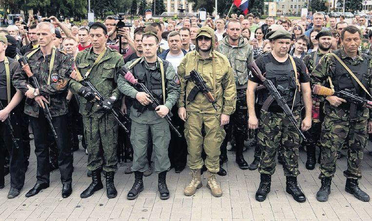 Separatisten roepen de 'Volksrepubliek Donetsk uit, op 21 juni. Beeld reuters