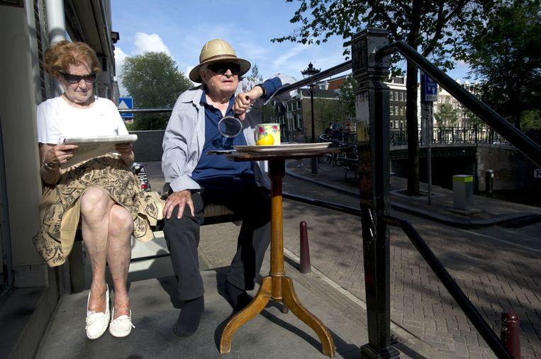 Ouder echtpaar in Amsterdam. Beeld anp