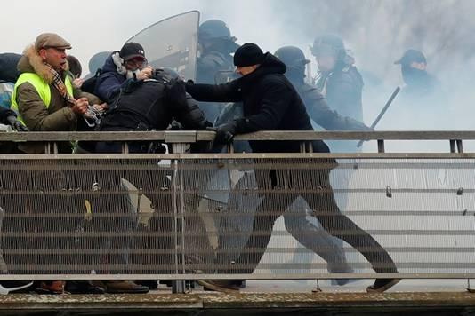 Christophe Dettinger sloeg tijdens het protest hard in op agenten