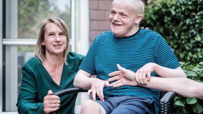 """Wetstraatjournalist Goedele Devroy zorgde 10 weken voor haar zoon met een zware handicap: """"De situatie was niet veel langer houdbaar"""""""