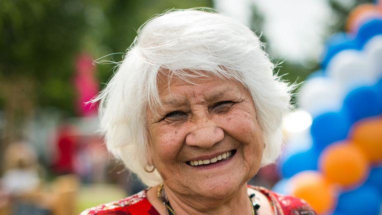 Vera Gomes: 'Het doet me ook goed dat jonge mensen het weer van de ouderen overnemen.' Beeld Mats van Soolingen