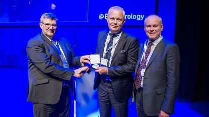 Dokter Alex Mottrie (OLV-ziekenhuis) ontvangt de St Paul's Medal van de British Association of Urology Surgeons