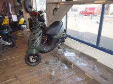 Inbrekers richten ravage aan in scooterwinkel in Bunschoten
