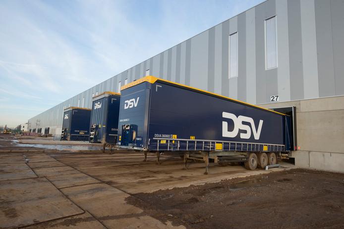 DSV is een van die XXL-logistieke bedrijven dat zich op  het 's-Heerenbergse bedrijventerrein DocksNLD heeft gevestigd.