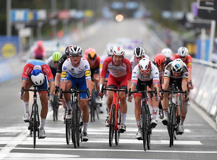 Dimitri Claeys, aan de streep van de Ronde van Vlaanderen tussen Yves Lampaert en Alexander Kristoff, kon toch een nieuw profcontract tekenen.