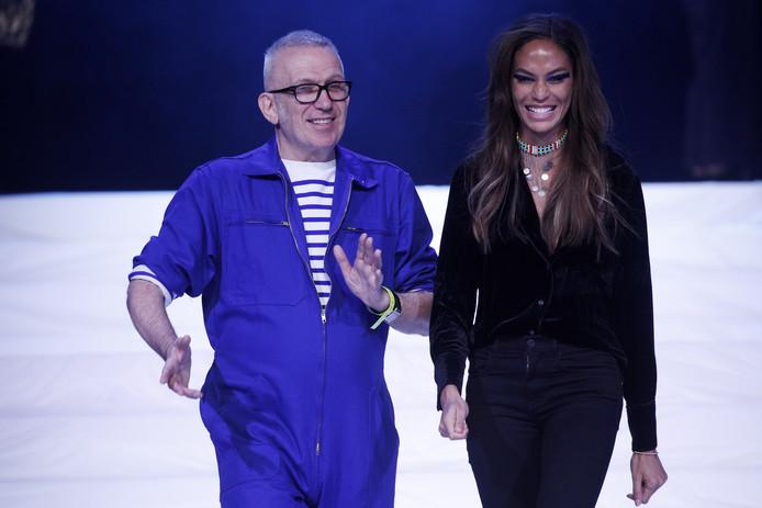 Jean Paul Gaultier met aan zijn zijde model Joan Smalls.