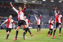 Steven Berghuis viert de zege op PEC Zwolle.