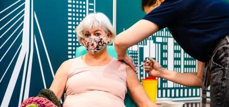 Debora is een van de eerste die coronaprik krijgt: 'Ik ben het proefkonijn'