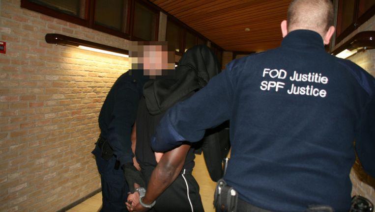 De beschuldigde toen hij vorige maand op de zitting werd binnengebracht.