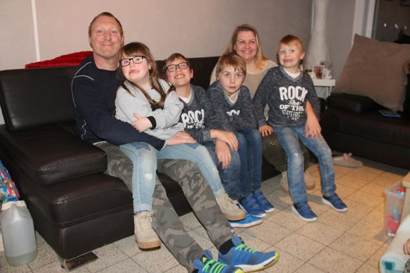 Papa Gino, dochter Yara en zonen Yaron, Yarmo en Yaric en mama Nathalie.