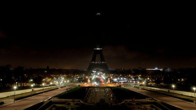 VIDEO. Eiffeltoren dooft lichten voor Straatsburg