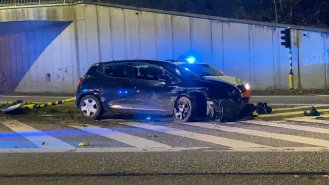 "Twintiger crasht na patsergedrag aan WODCA-controle: ""Snelheden gehaald tot 200 kilometer per uur"""